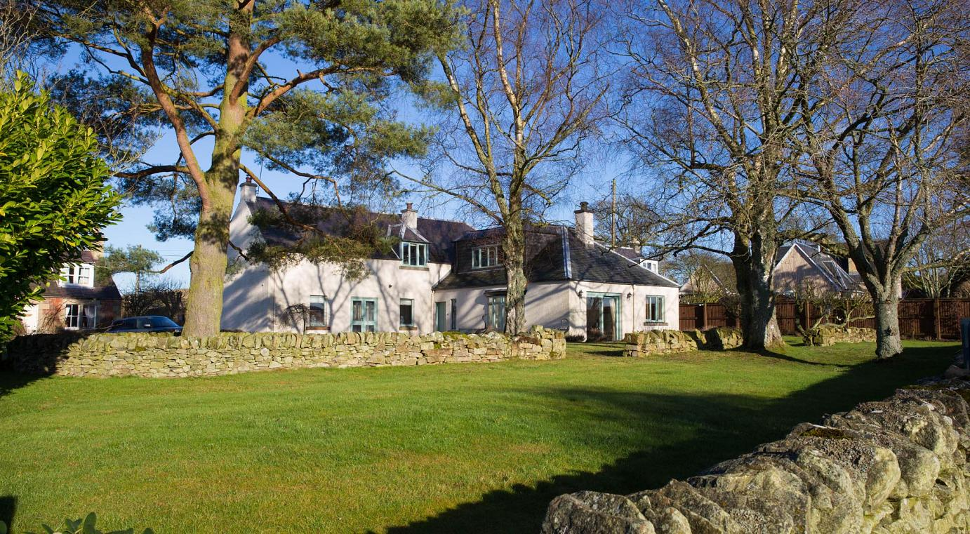 Book bed and breakfast at Broomfields Country House
